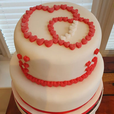 valentines cake with hearts